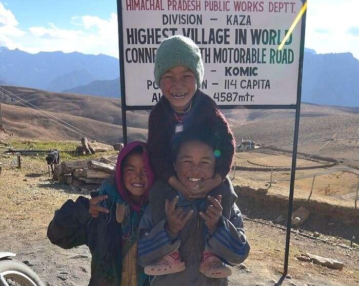 Children at the Komic village