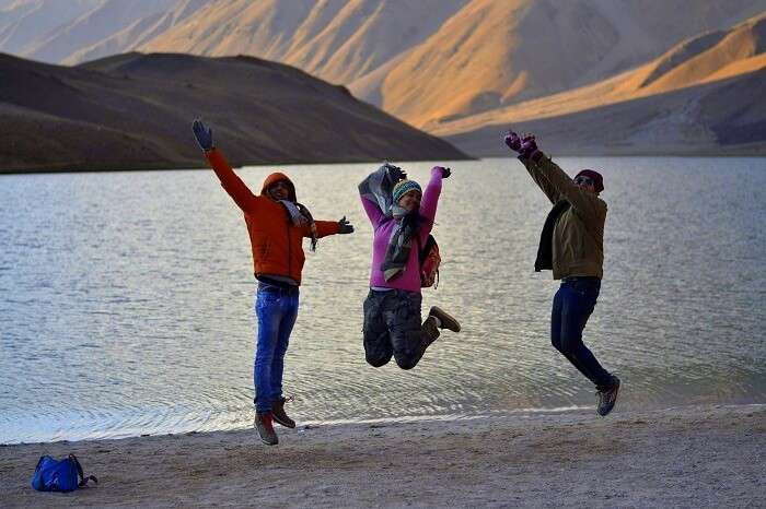 Avni and her friends at Chandratal Lake