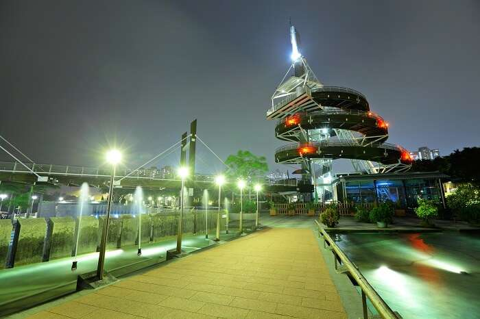 The spiral lookout tower of Tai Po Waterfront Park in Hong Kong