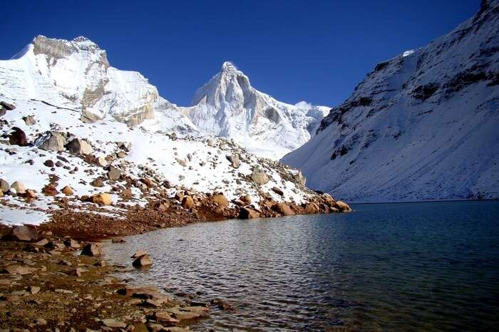 The pristine Kedar Tal lake overlooked by Thalayasagar peak