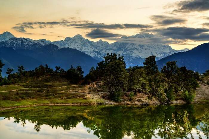 Deoria Tal lake with the reflection of Chaukhamba peak