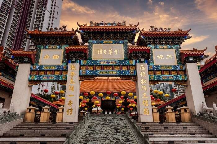 The grand entrance of the Wong Tai Sin Temple