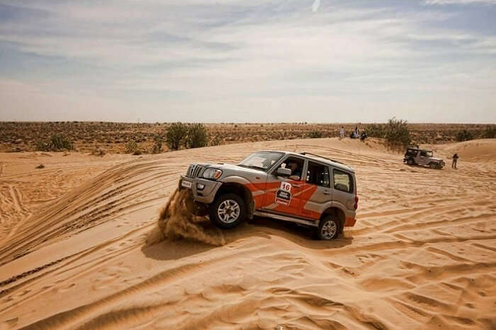 An SUV in action at the Thar Desert in Jaisalmer