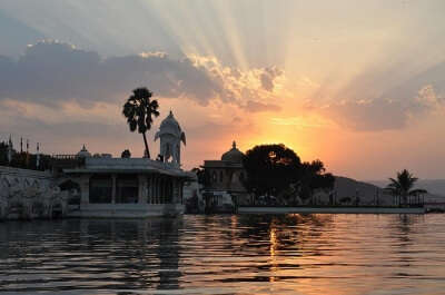Sunset cruise on Lake PIchola
