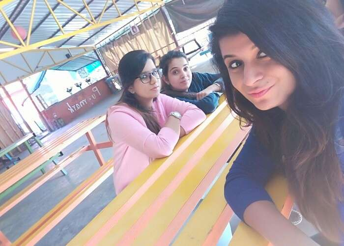 Tanisha and her friends in Lansdowne clicking a selfie