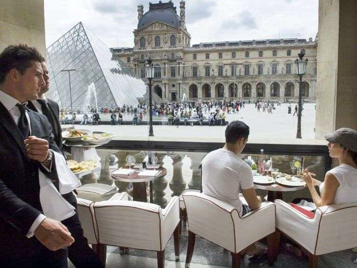 don't dine near a major tourist spot as it will be expensive and not good in quality