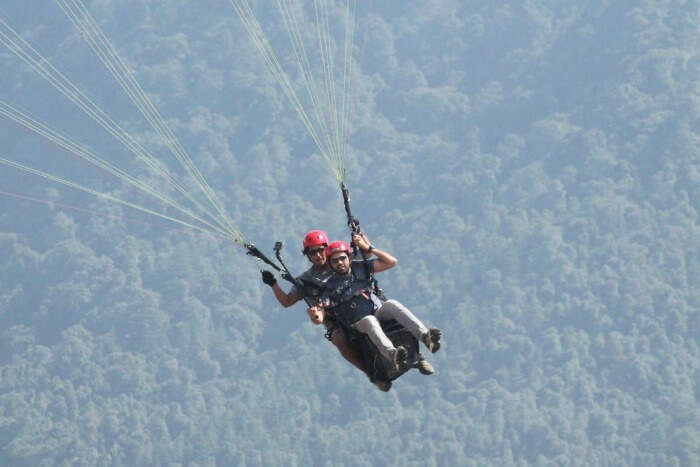 soumya coming back to the ground after paragliding in bir