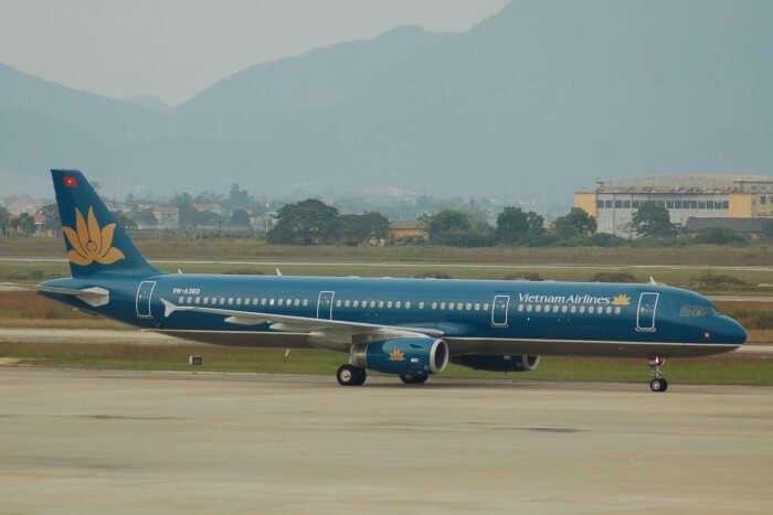 landing at hanoi airport