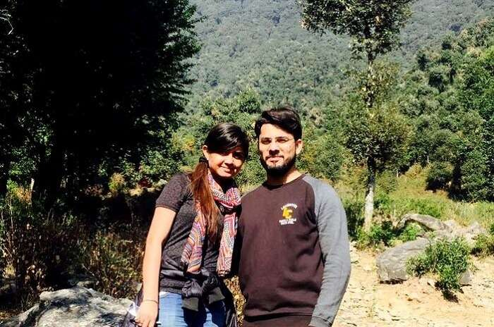 couple traveling together to a hill station