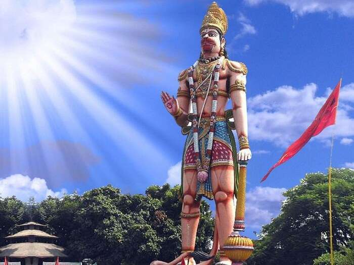 The tall Hanuman Statue at the Hanuman Vatika in Rourkela