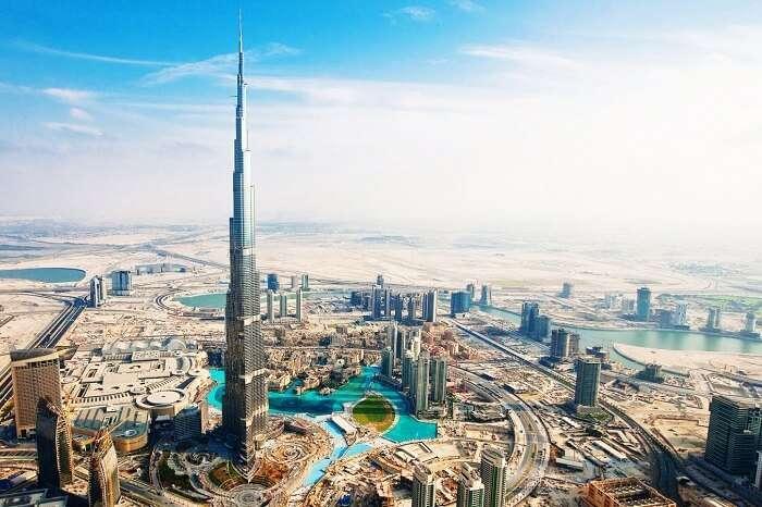 A snap of the city of Dubai and the Burj Khalifa