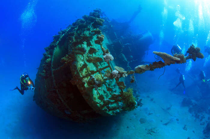 go shipwreck diving in seychelles