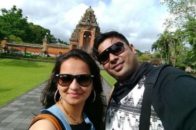 couple visiting temple in Bali