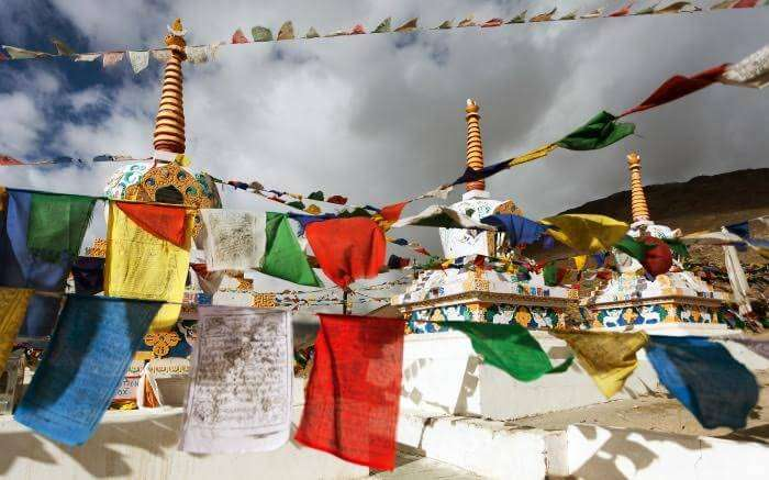 Stupas and prayer flags in Kunzum La