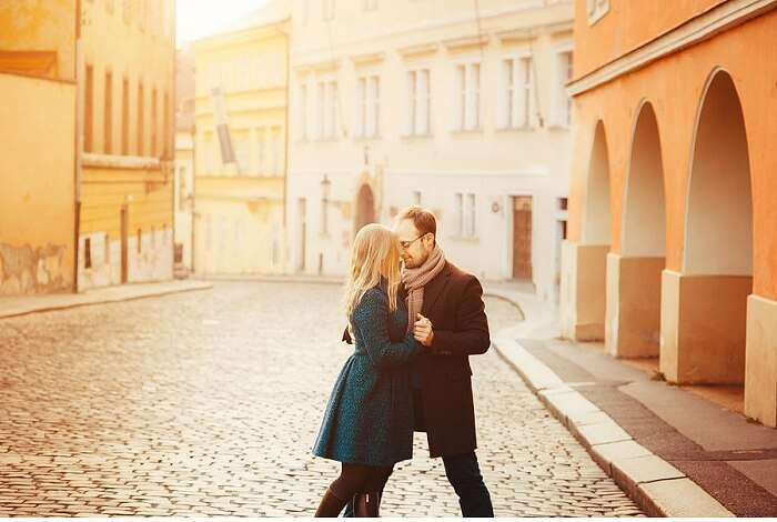 Honeymoon couple in prague