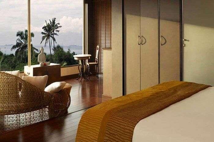 o hotel goa pool