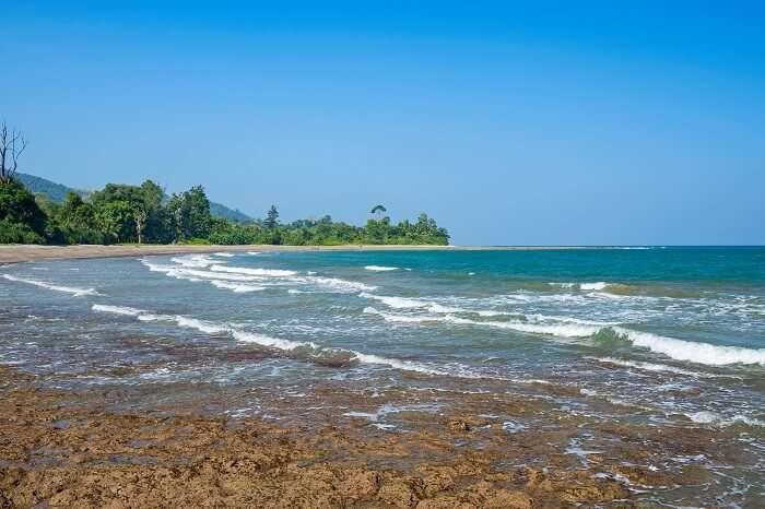 Rocky shore at Aam Kunj beach