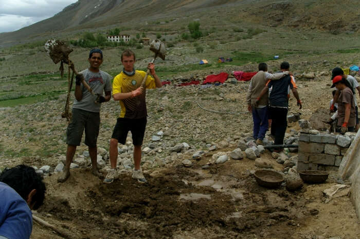 Travelers taking up volunteer activities at Ecosphere in Spiti