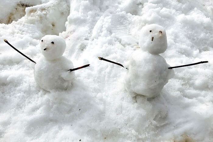 making snowmen in chail