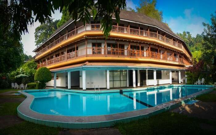 Front view of Hotel Hilltop in Kandy