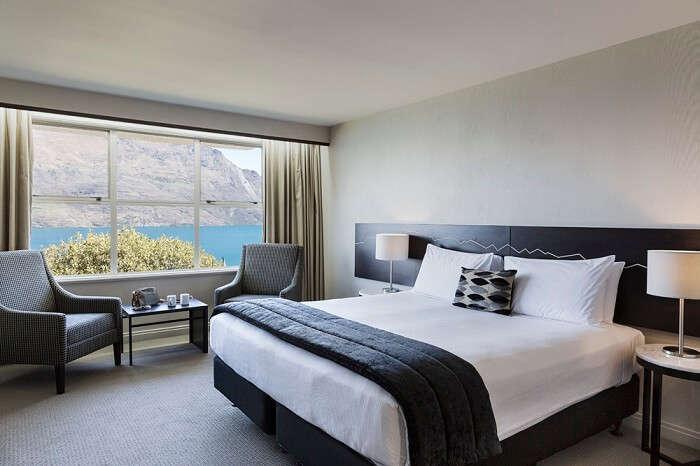 Room view of Hotel Mercure in Queenstown