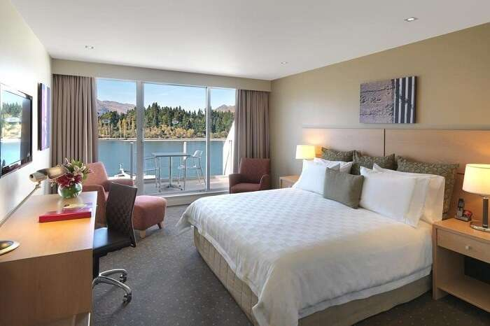 Room in crowne plaza queenstown