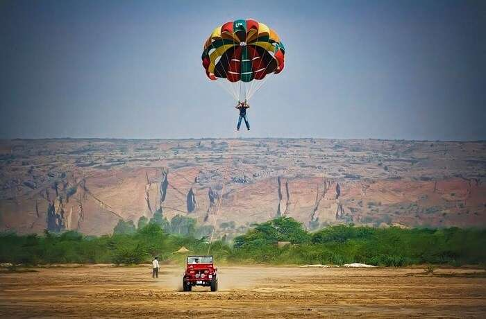 Parasailing in desert, Jaisalmer