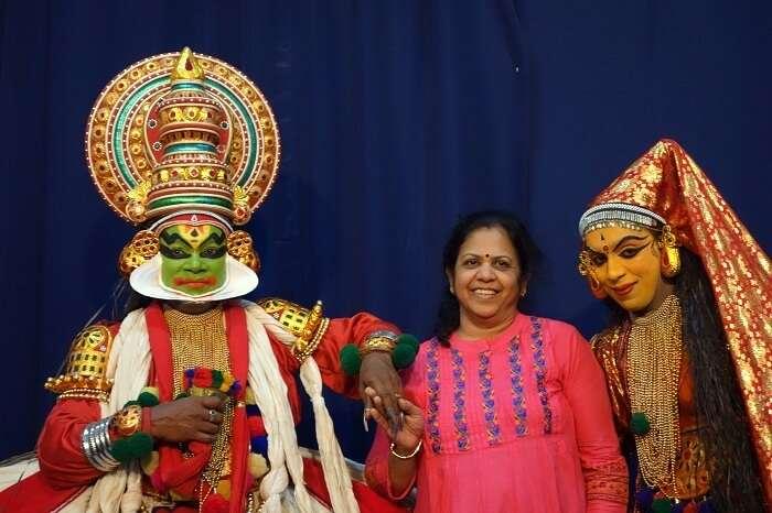 cultural show thekkady