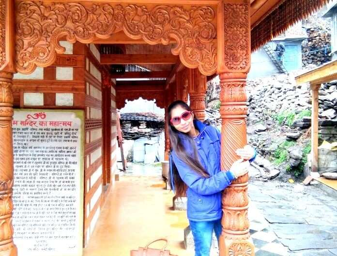 Female sightseeing in Manali