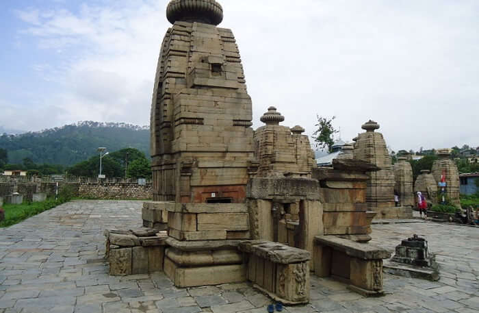 temples in Kausani