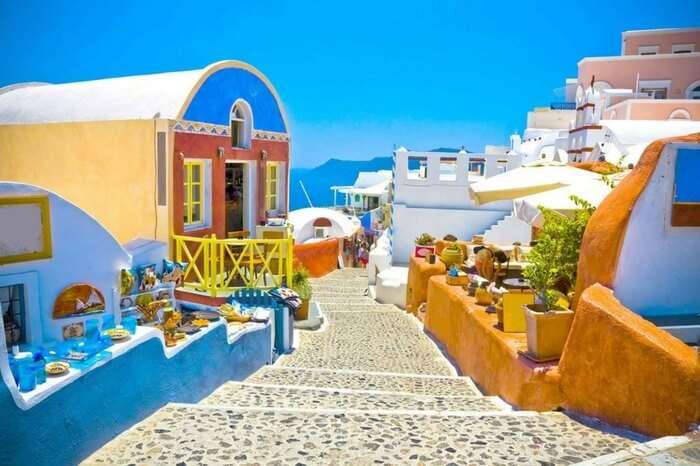 A colorful alley in Santorini in Greece
