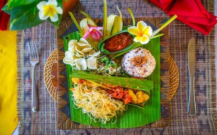 Platter with Indonesian cuisine