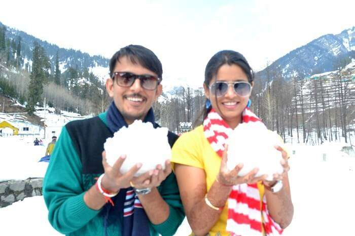 snowball fight in manali