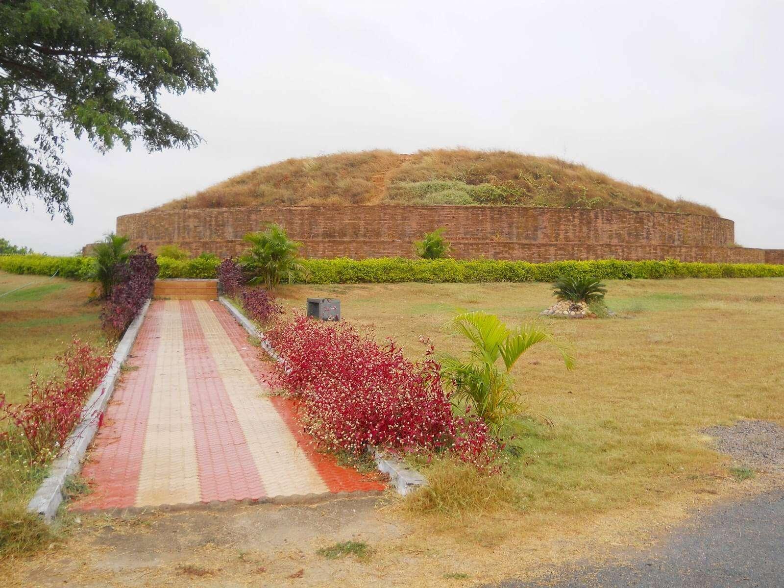 Buddha monuments in Nelakondapalli
