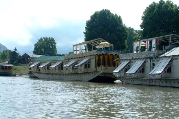acj-1804-Shelter-Group-of-houseboats