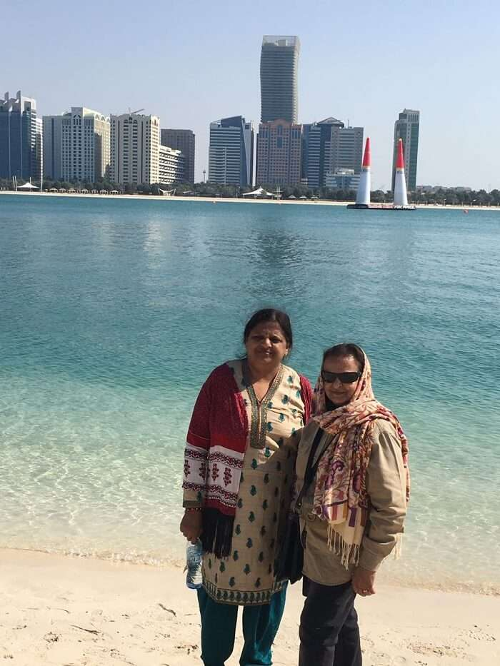 family on a dubai city tour