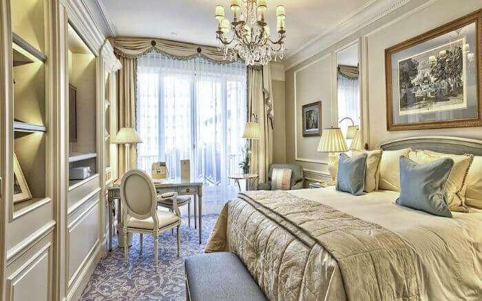 romantic places to stay paris