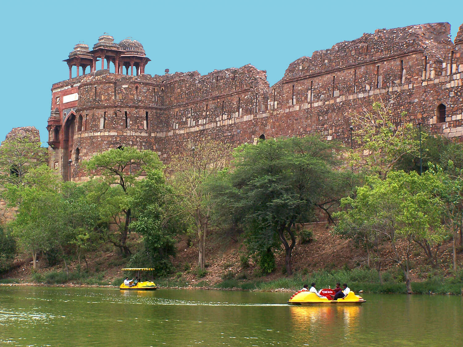 people boating in Nauka Vihar of Old Fort