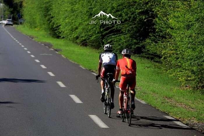 cyclists in Reunion Island