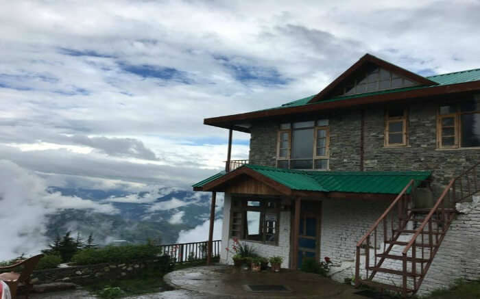 A cloudy morning at Aastha Homestay in Fagu in Himachal