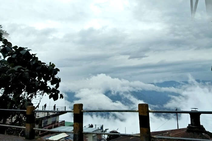 cloudy weather in darjeeling
