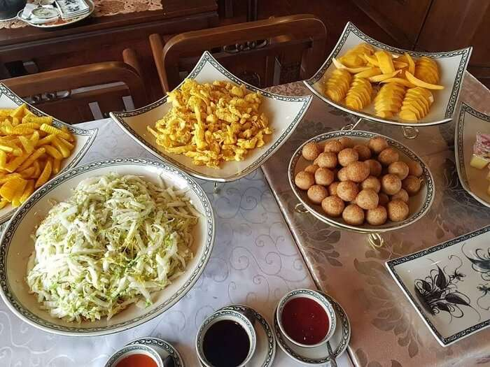 food on the ship at halong bay