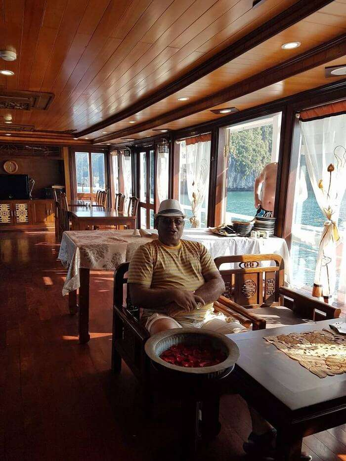 halong bay cruise room