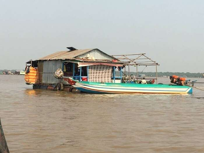 cruise on tonle spa river