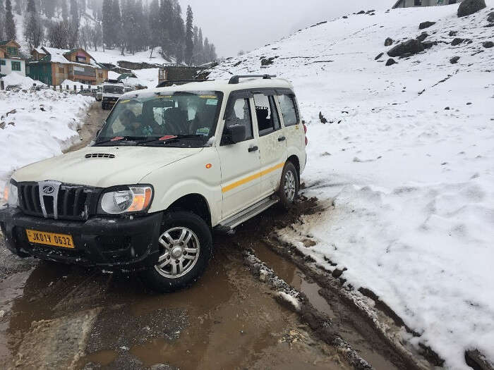 road block near sonmarg
