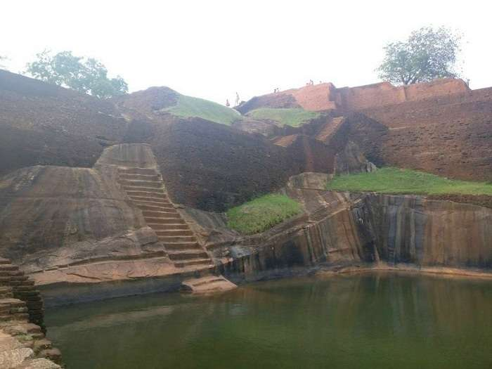 sigiriya fort well