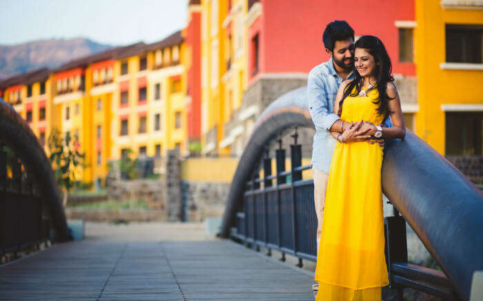 Pre-wedding photoshoot of a couple in Lavasa near Pune