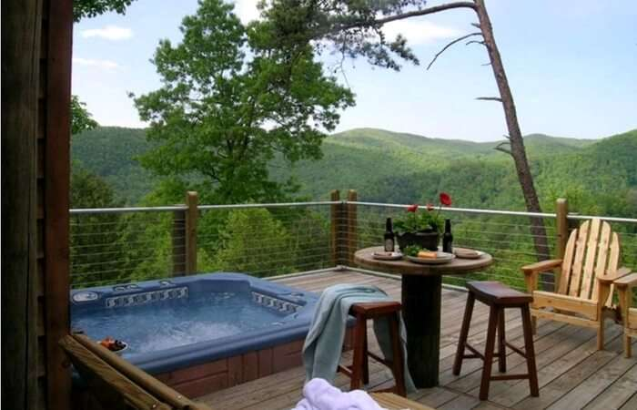 Open balcony of a honeymoon cabin in Boone in North Carolina