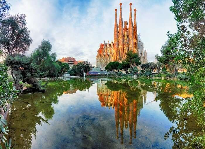 famous cathedral barcelona