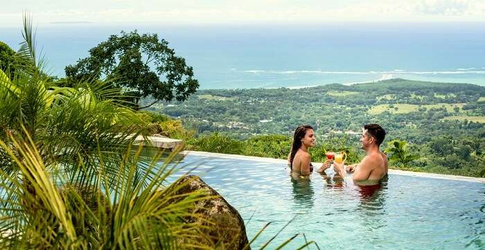 couple in infinity pool in uvita